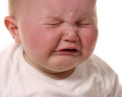 У ребенка болит ухо, что делать?