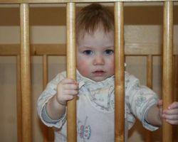 Как усыновить ребёнка одинокой женщине в России?