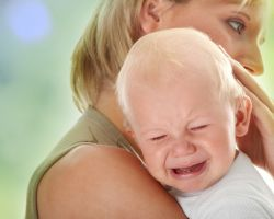 Почему малыш боится сверстников?