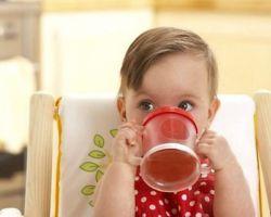 Как научить ребёнка пить из чашки?