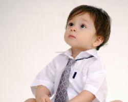 Как научить ребенка застегивать и завязывать предметы одежды